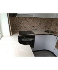 Кухня со столешницей на подоконнике